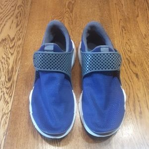 Boy's preowned Nike shoes 7Y $ 35.00 # 1101